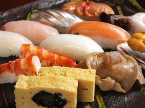 美味しい寿司、魚、料理を楽しんでください。店主のこだわりと研究が生む上質な逸品