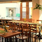 ランチ・カフェタイム・ディナータイムと様々なシーンで気軽に使えるテーブル席★人数に合わせて使い勝手◎