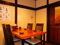 ゆったりテーブル席。どこか懐かしく落ち着きある空間。個室としてのご利用も可能。人数に応じてお席をお作りすることも可能。