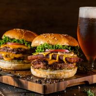 ボリューム大満足!こだわりのハンバーガー。