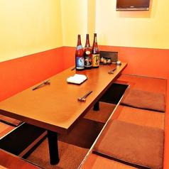 掘りごたつ席は、自分たちの時間を楽しめる落ち着いた空間です!こだわりの串焼きや一品料理をくつろぎながらお楽しみいただけます♪