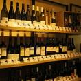 ワイン一本一本に値段と説明が書いてありますのでお好みのワインをお選びください。