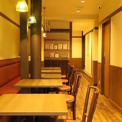 【1Fテーブル席】テーブル席は女子会や観光、家族でのお食事など…さまざまなシーンでご利用いただけます。