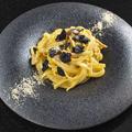 料理メニュー写真自家製ベーコンのトリュフカルボナーラ