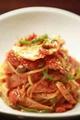 料理メニュー写真ベーコンと四種きのこのトマトパスタ