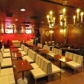 中央のテーブル席は最大で36名様まで可。一体感があり、ご宴会にもおすすめです♪