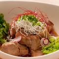 料理メニュー写真豚の角煮 粒マスタードソース