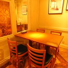4名テーブル席は14卓のご用意がございます。