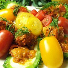 季節野菜と数十種のスパイスサラダ