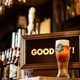 BROOKLYN BREWERYは「伝統的な手法による本物の味をよみがえらせたい」という思いによってブルックリンラガーの製造を開始。少量生産、発酵・醸造に通常のビールの二倍の時間をかける製法がブルックリンラガーのおいしさを生み出し、普通のビールよりも強い苦みに豊潤な香り、爽快な味わいが特徴です。