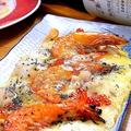 料理メニュー写真海の幸一杯の生麩のピザ。