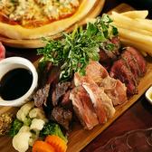 【肉へのこだわり】当店が追求したのはお肉の旨みと酢飯との相性。いろんな部位のお肉や酢量を何度も何度も調整し完成した独自のバランスで作られる肉寿司はぜひお召し上がり頂きたい一品です。とろけるようなお肉の旨みとほんのり香る酢飯との相性をお客様の舌でお確かめください。