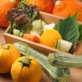 宮城の契約農家さんからいただいている野菜を中心に、旬の野菜を常時7~8種類ほど盛り合わせております。サンチュの上にえごまの葉を乗せてお肉と一緒に包む等、野菜自体の組み合わせもお客様の自由です♪是非、『野菜で、包む』楽しみを味わってください♪