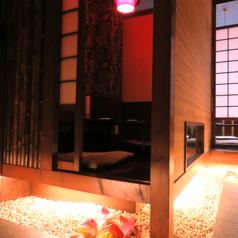 個室居酒屋 鶏と魚とわらやき 頂 西中島南方店の雰囲気1