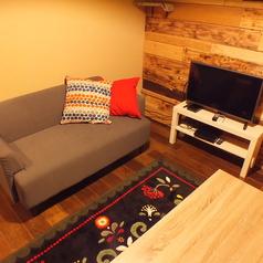 【入口奥の完全個室】かわいいマットが特徴のお部屋。 ★全室テレビ、DVDプレイヤー、冷暖房完備