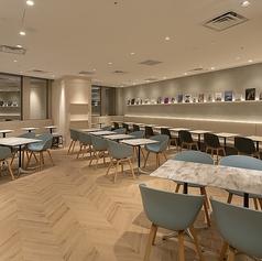 cafe&books bibliotheque 東京 有楽町店の写真