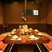 ≪8名様用掘りごたつ個室≫家族のお食事会、合コンに大人気!昭和の雰囲気漂う人気の囲炉裏風のお席★ぐるりとテーブルを囲むお席は、みんなの顔が見えると大好評!なかなか味わえないレトロな雰囲気の中で、当店自慢の創作料理と種類豊富なお酒をお楽しみいただけます♪