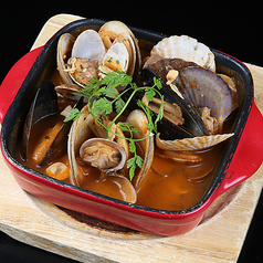 料理メニュー写真貝のガーリックトマト煮込み