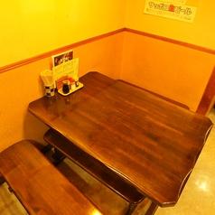2~6名様で使えるテーブル席。