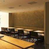【テーブルをつなげて10名様の少人数宴会にも◎】梅田駅茶屋町口から徒歩1分。当店は、豊かな香りと喉ごしの良さが自慢の蕎麦を堪能いただける和食料理屋となっております。間接照明が雰囲気抜群の店内は接待やデートにも最適です。是非ご来店ください。
