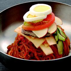 料理メニュー写真ピリ辛ピビン麺(盛岡冷麺使用)