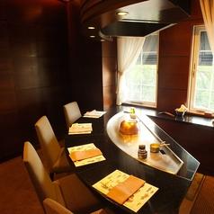 デートにおすすめ♪お客様を囲んで、目の前で調理致します。お話も食事も弾み、商談、接待も大成功です。