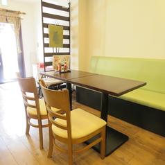 4名テーブル席は3卓のご用意がございます。