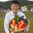 【新鮮野菜】お肉だけでなく、新鮮野菜も食べ放題でたっぷり楽しめます♪白州郷牧場直送の有機野菜や京野菜等、全20種類以上を食べ放題でお楽しみいただけます。鮮度と美味しさに惹かれたファンのお客様も多数!自家製秘伝の出汁と、新鮮な野菜で食べるしぶや畑のしゃぶしゃぶは絶品です。是非一度ご賞味ください!