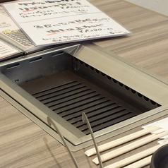 【無煙ロースター】各テーブルには無煙ロースターがついており煙も気になりません。
