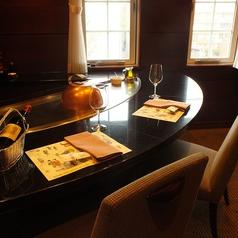 お客様を囲んで、目の前で調理致します。お話も食事も弾み、商談、接待も大成功です。