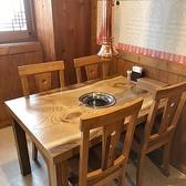 1Fのテーブル席
