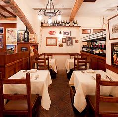 イタリアの裏路地レストラン、トラットリアをイメージした店内。落ち着いた温かい雰囲気のくつろげる空間♪全46席で宴会や歓送迎会にも◎ご宴会は最大14名様まで承ります