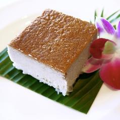料理メニュー写真カノム・モーケン (ほんのりあったかタロイモプリン)
