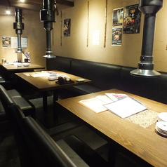 12名で楽しめるテーブル席ございます。ご利用お待ちしてます