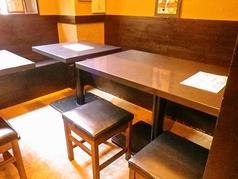 テーブル7~8名様座れます