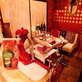 【4階の個室フロア】切りたての生ハムをパフォーマンス提供で♪お食事をお楽しみいただけます。
