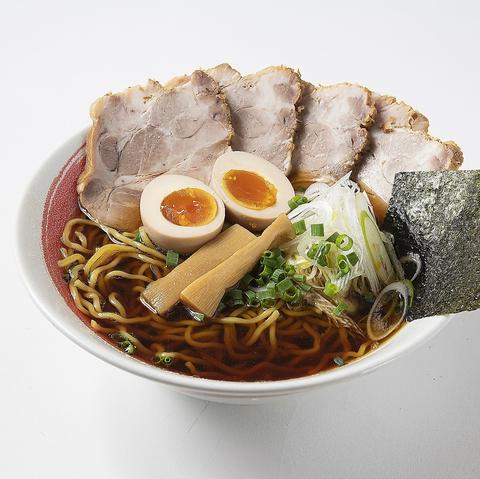 北海道の食材をふんだんに使った本場北海道らーめんと帯広豚丼、イクラ丼がお勧めです