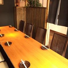 1階の半個室風テーブル席は6~9名様に最適