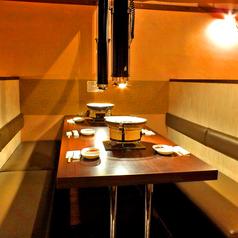 テーブル席は広々6名様がお座り頂けます!少し詰めれば8名様までOKです!