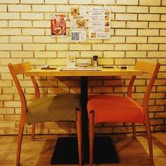 デートや友人とのご飯にも最適の2名テーブル席