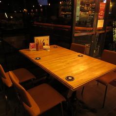 唯一の窓際テーブル席。早いもの勝ちです!
