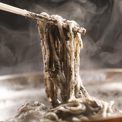 料理メニュー写真黒胡麻麺(黒胡麻そば)