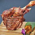 料理メニュー写真羊の足の丸焼き