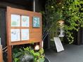 メニューや店舗の入り口には季節ごとのメニューにスタッフ(美人主婦)作画の絵が載っております♪