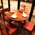 珍しい!3名様用のテーブル席もご用意しています。ビヤホールらしい開放的なテーブルです。