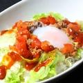 料理メニュー写真たっぷりミンチと野菜の沖縄タコライス