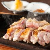 """自慢の""""比内地鶏""""を余すことなく堪能して頂けます!炭火で香ばしく焼き上げた焼き鳥は様々な部位を、さらに逸品料理では様々な調理法でお楽しみいただけます。"""