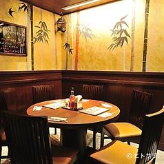 テーブル席【6名様×1】人気の丸テーブルは大人数でも全員の顔が見渡せます!会社飲みや女子会など各種ご宴会にぜひご利用ください♪
