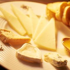 チーズの盛り合わせ(バゲット付き)