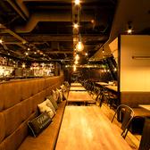 広々とした開放的な空間オープンラウンジ席【2名様~最大32名様まで】飲み放題×おいしい料理×駅近…いいことづくめ間違いなし♪